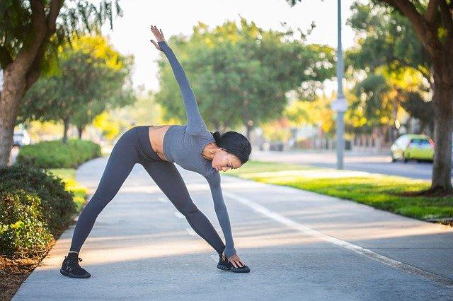 Más masa muscular estirando entre series